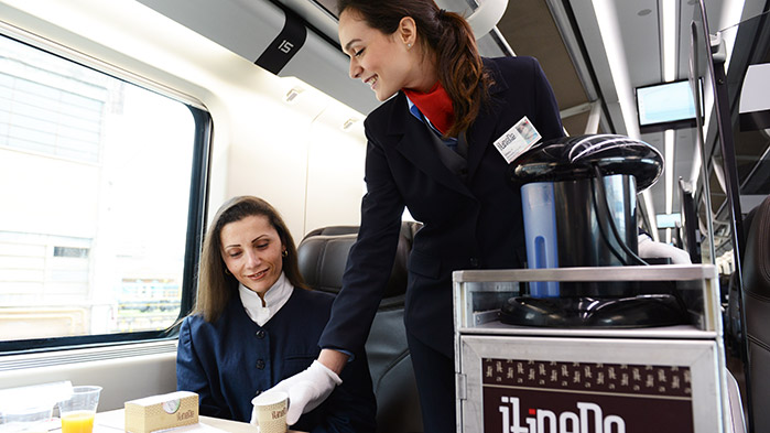Hostess e Steward a bordo treno
